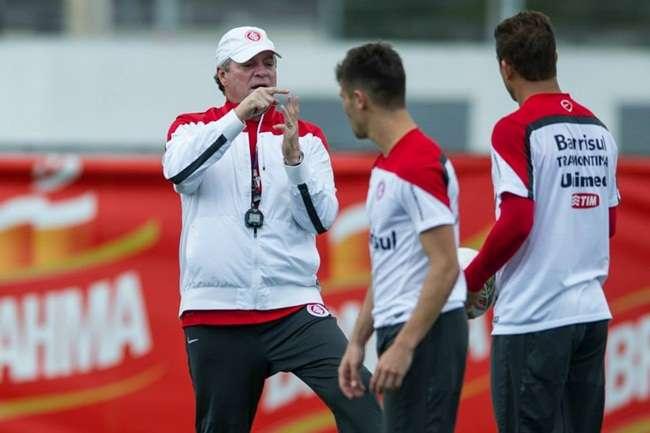 Abel fecha treino e esconde formação do Inter