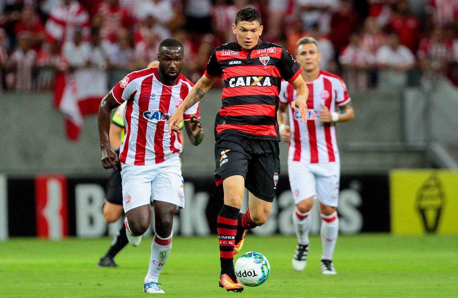 Náutico vence, atrapalha planos do líder Atlético-GO e volta ao G4 da Série B