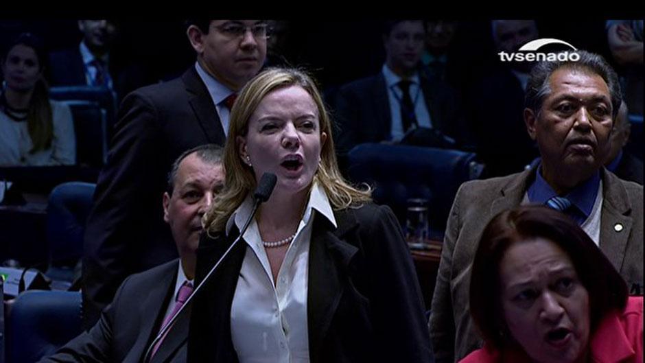 Questões de ordem e bate-boca marcam 1ª parte de sessão do impeachment
