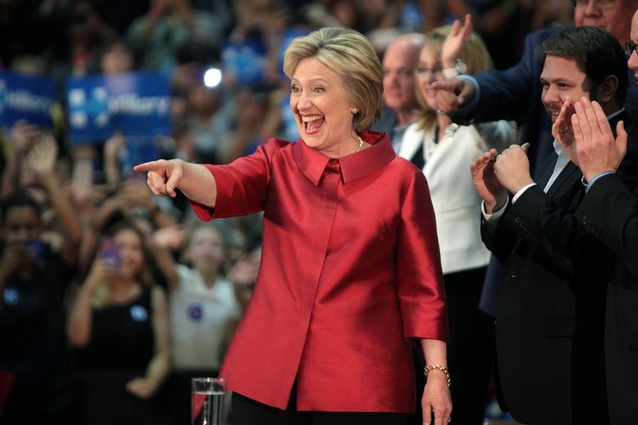 """Hillary diz que metade de apoiadores de Trump está em """"cesta de deploráveis"""""""
