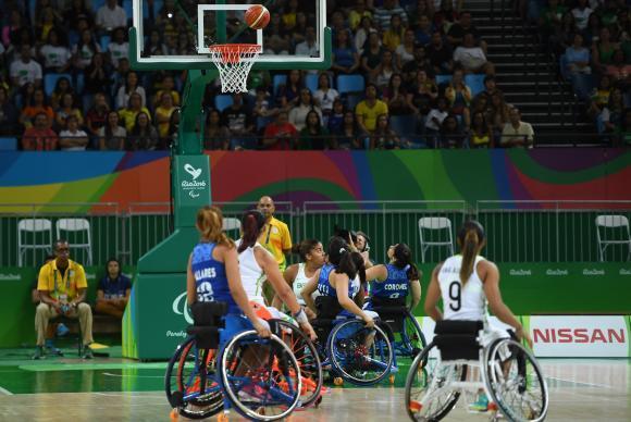 Seleção feminina de basquete em cadeira de rodas ganha fácil da Argentina