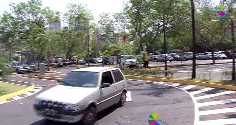 Vereadores de Goiânia aprovam lei de estacionamento gratuito