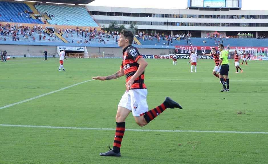 Atlético-GO faz gol nos acréscimos e vence clássico contra o Vila Nova