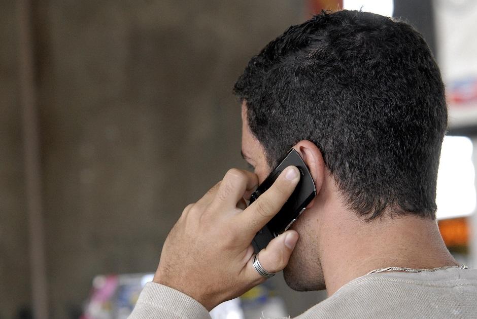 Brasil perde 13,7 milhões de linhas de celular em 2016, diz Anatel