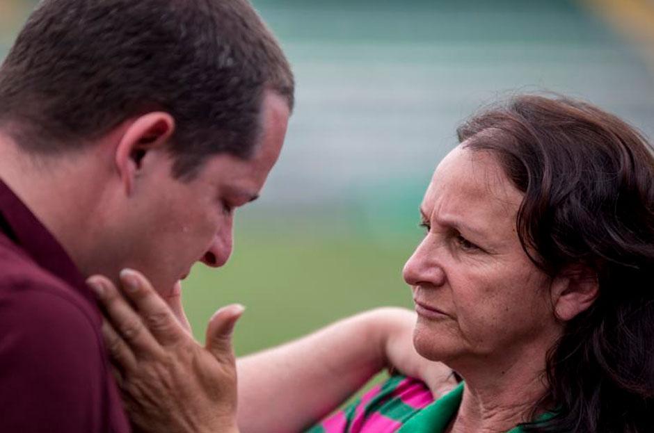 Mãe de Danilo leva repórter do Sportv às lágrimas