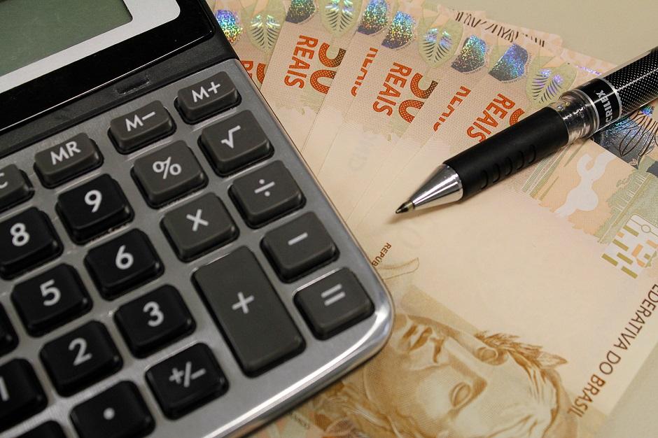 72% vão usar 13º para pagar dívidas e contas do início do ano, diz Boa Vista