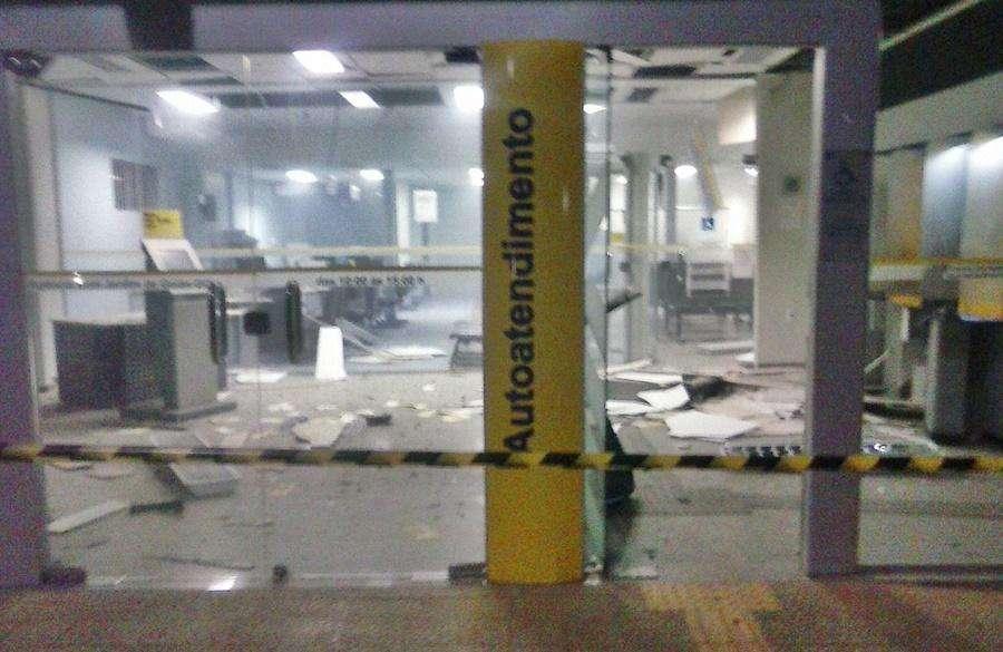 Bandidos explodem caixas eletrônicos do Banco do Brasil em Bom Jardim de Goiás