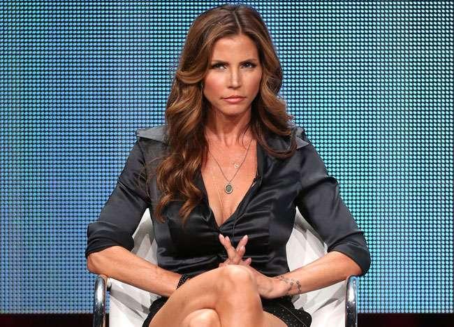 Atriz de 'Buffy' posta foto nua e mostra ótima forma aos 44 anos