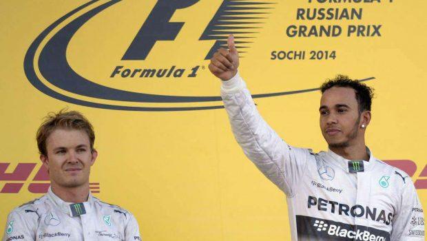 Hamilton vence na Rússia e Mercedes conquista título de construtores