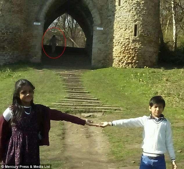 Suposto fantasma aparece em foto de família em castelo