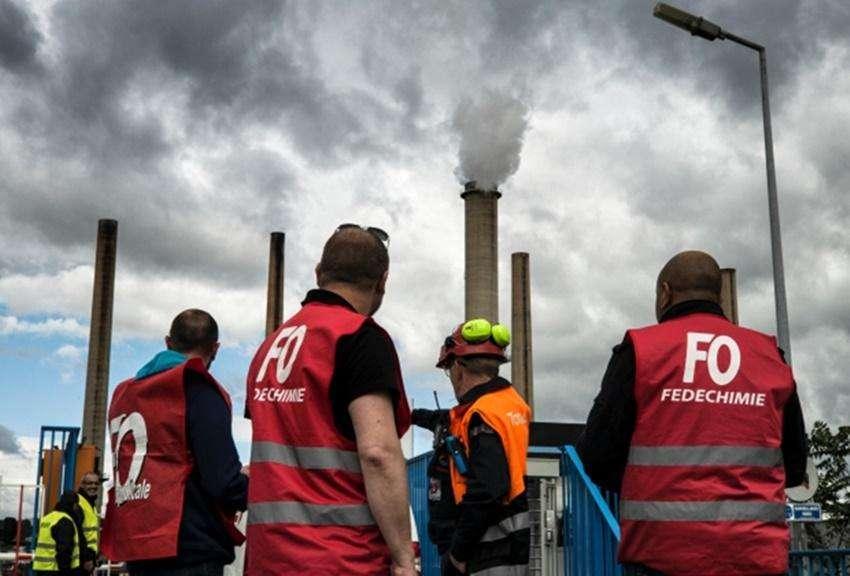 Greve na França atinge postos de gasolina e transportes
