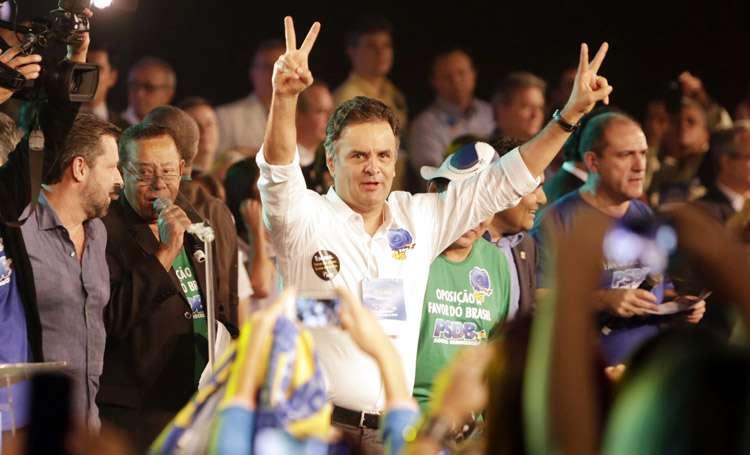 Reeleito para presidir PSDB, Aécio pede retomada da economia