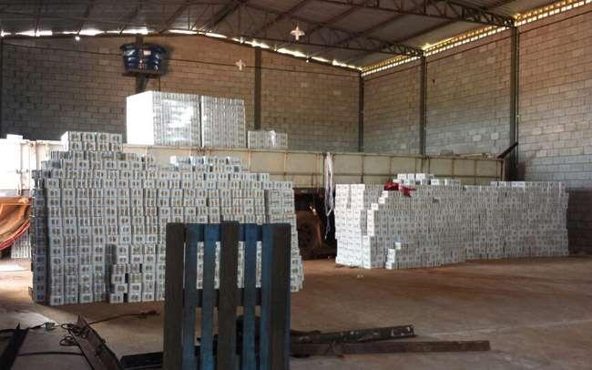 Polícia recupera carga de cerveja roubada, em Goiânia