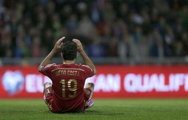 Espanha para no goleiro e perde da Eslováquia