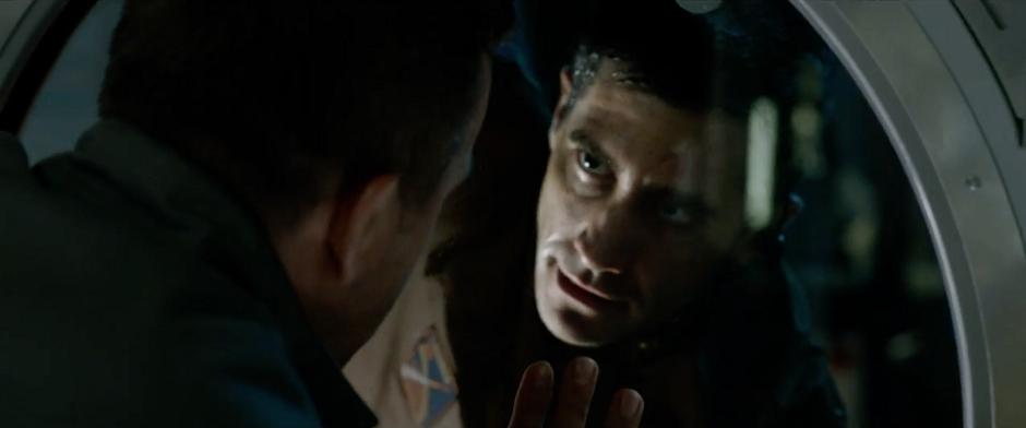 Jake Gyllenhaal está perdido no espaço em trailer de Life