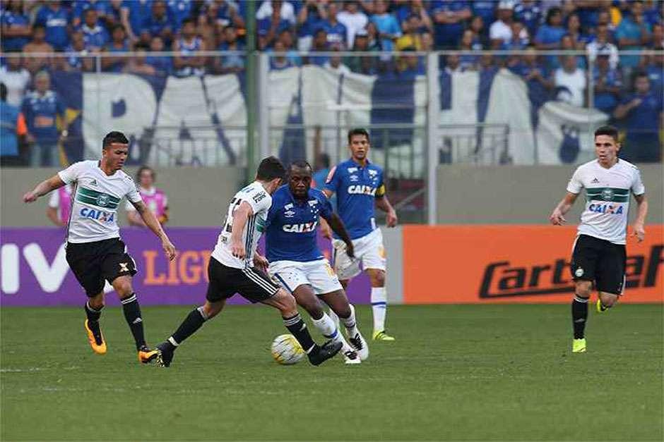 Cruzeiro busca empate, mas perde chance de deixar zona de rebaixamento