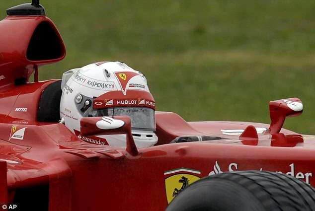 Vettel pilota Ferrari pela primeira vez em Fiorano