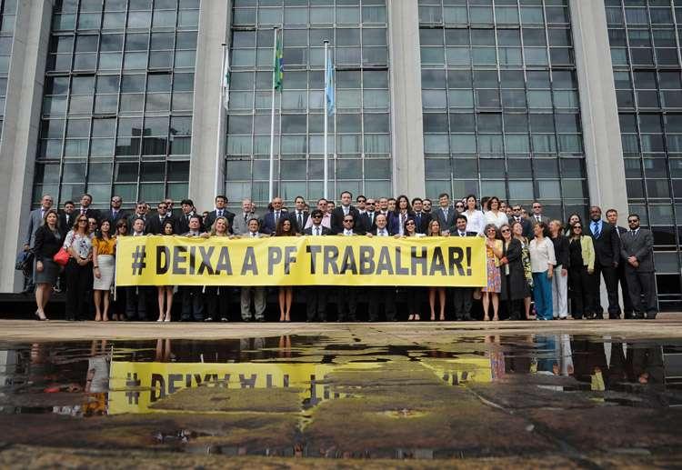 Delegados fazem ato contra corte orçamentário na Polícia Federal