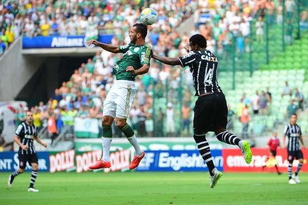 Com falha da defesa do Palmeiras, Corinthians vence 1º clássico no Allianz Parque
