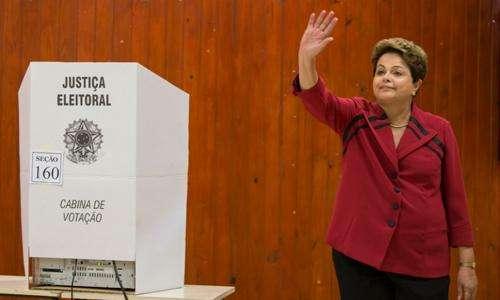 Dilma vota em escola de Porto Alegre