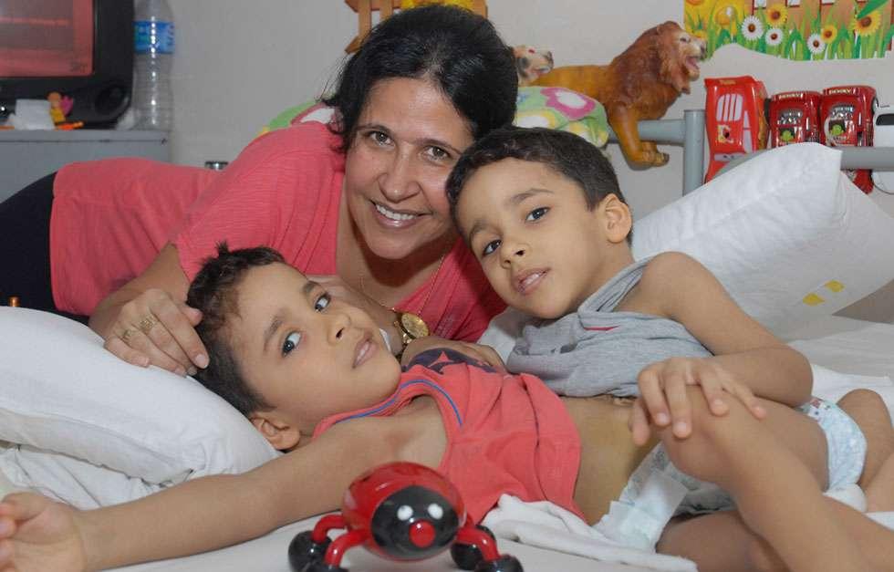 Cirurgias de separação de siameses completam 14 anos