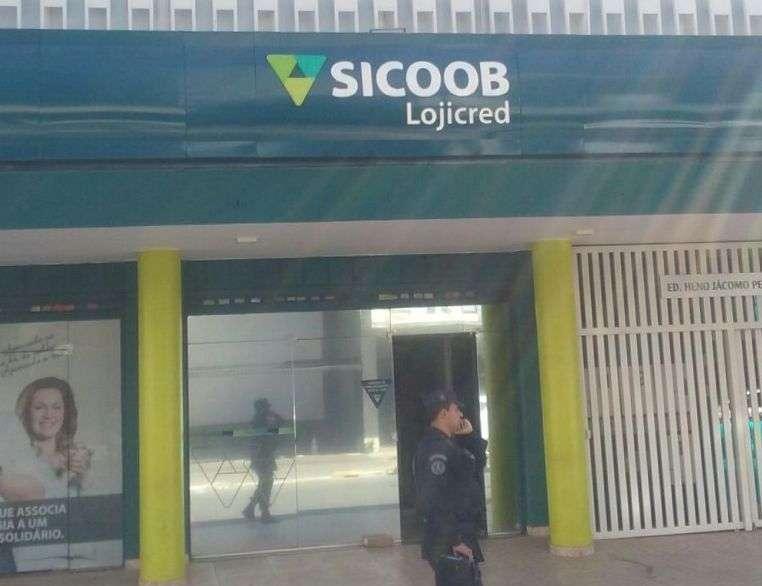 Objeto suspeito deixado em frente a agência bancária em Goiânia era máquina de cartão