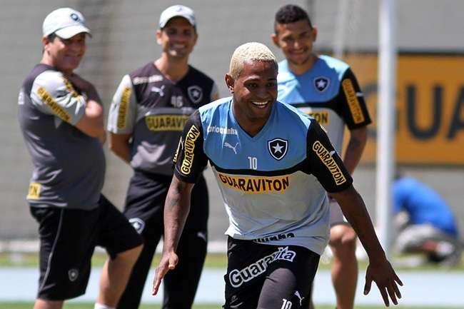 Botafogo evita usar Jobson por problema na Arábia