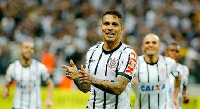 Guerrero decide, Corinthians vira e vence o clássico