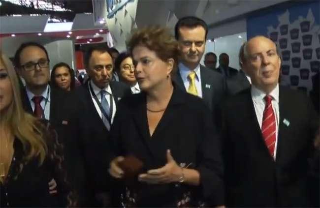 Presidente Dilma Rousseff é vaiada em feira de construção em São Paulo