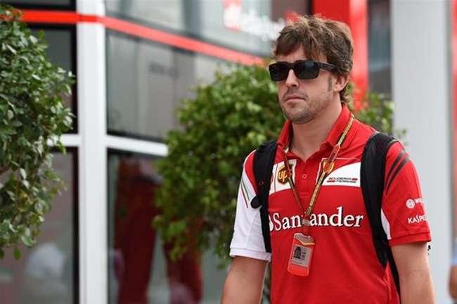 Dirigente contém empolgação na Ferrari após 2º lugar de Alonso
