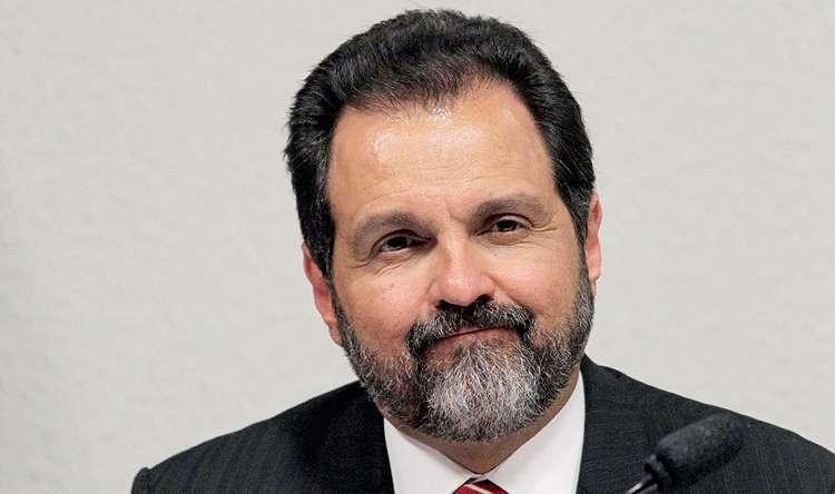 Justiça manda bloquear bens de ex-governador pela 2ª vez