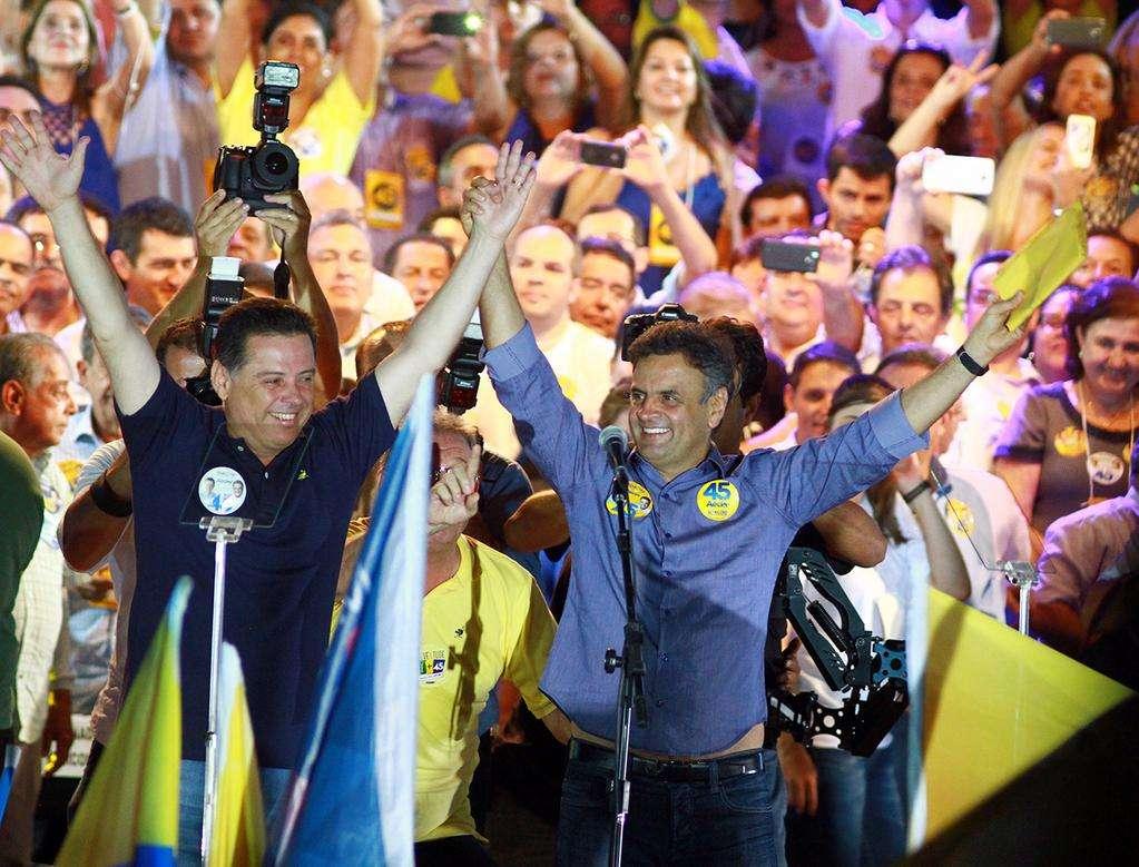 Fotos: Comício com Aécio Neves e Marconi Perillo reúne cerca de 30 mil pessoas