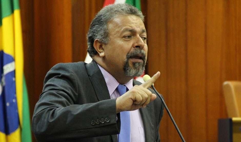 Elias Vaz protocola complemento a ação no MP para que prefeitura pague data-base