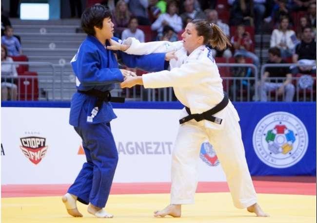 Mayra Aguiar brilha e leva ouro no Mundial de Judô