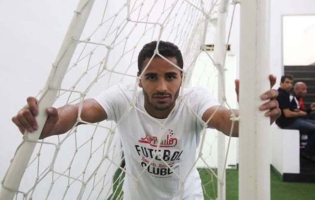 Barça oficializa Douglas, revelado pelo Goiás, e exalta sua 'versatilidade'