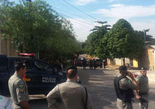 Perseguição e troca de tiros termina com dois suspeitos mortos e um policial baleado