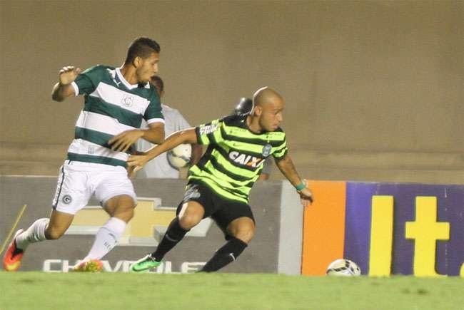 Goiás vence o Coritiba por 3 a 0 e se afasta da degola