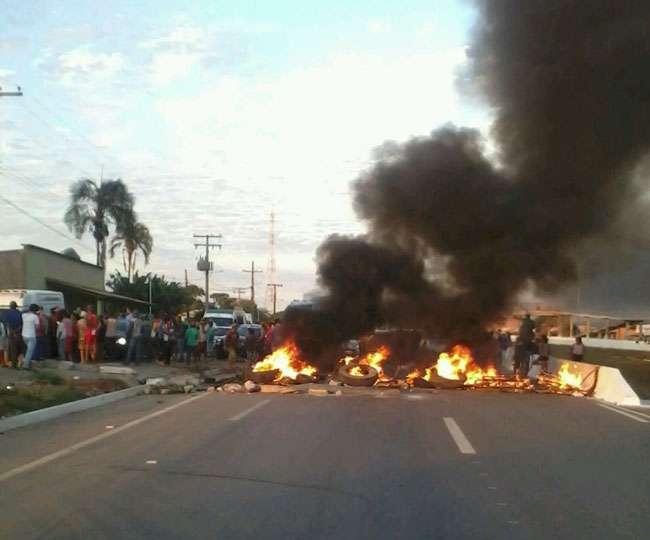 Após negociação, manifestantes liberam o tráfego na BR-060, em Posselândia