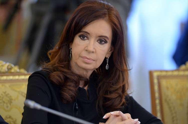 Presidente da Argentina é indiciada com base em denúncia de promotor morto
