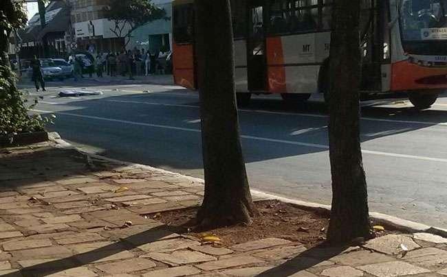 Homem morre após ser atingido por um ônibus na Avenida Paranaíba