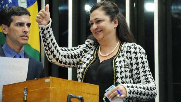 Kátia Abreu faz maratona para votar em Renan e se casar no mesmo dia