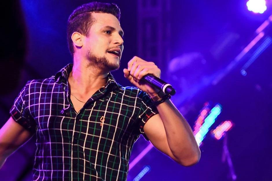 Israel Novaes faz show no Villa Mix