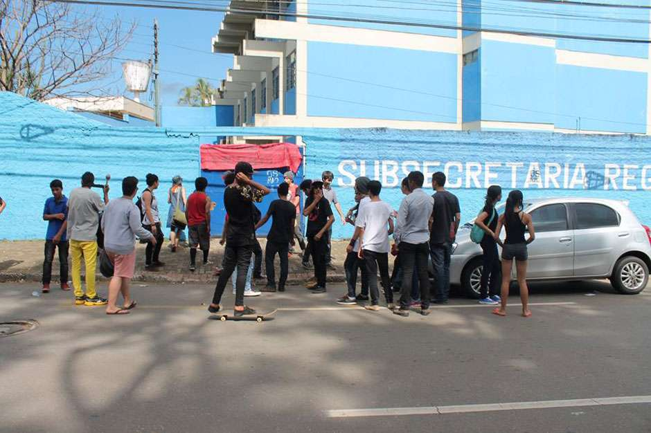 Estudantes ocupam mais um colégio em Anápolis