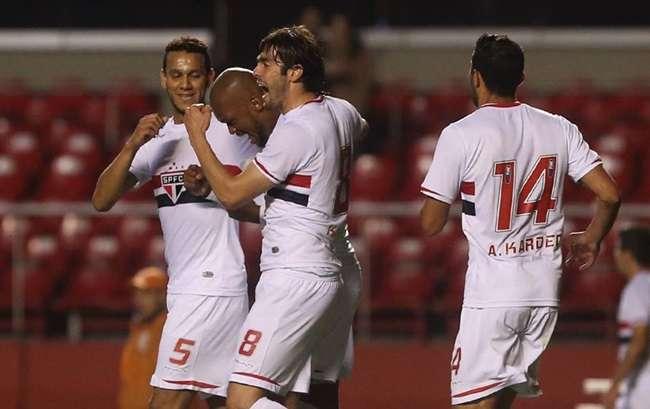 Com gols de sorte, São Paulo avança na Sul-Americana