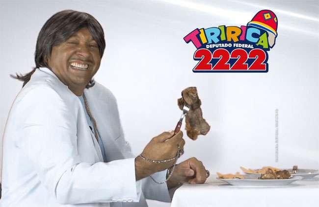 Tiririca imita Roberto Carlos e come carne em horário eleitoral
