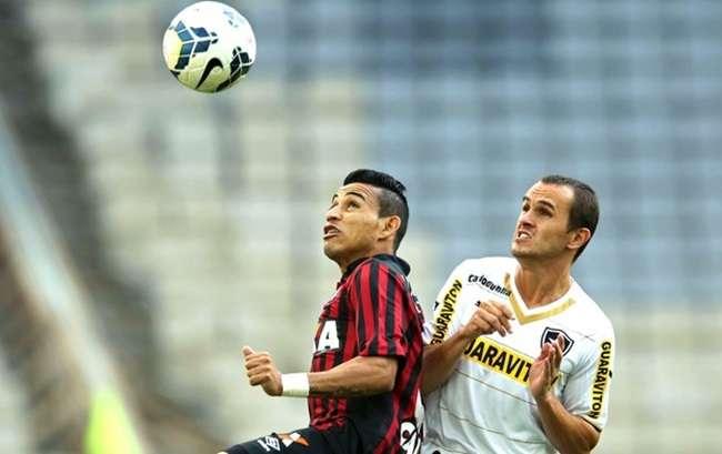 Atlético-PR vence o Botafogo e se recupera no Brasileiro