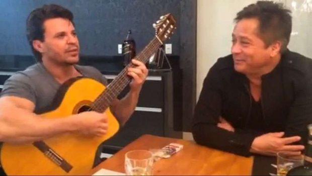 Eduardo Costa recebe o cantor Leonardo em sua casa