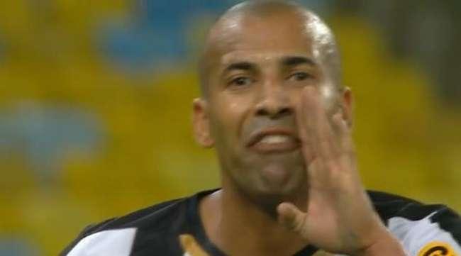 Bahia bate Botafogo; Emerson diz: 'CBF é uma vergonha'