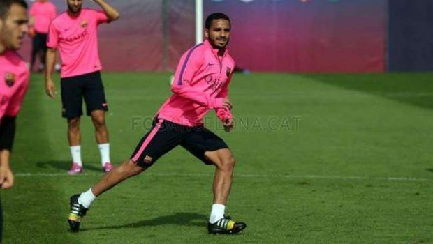Douglas sofre lesão no pé e desfalca Barça contra PSG
