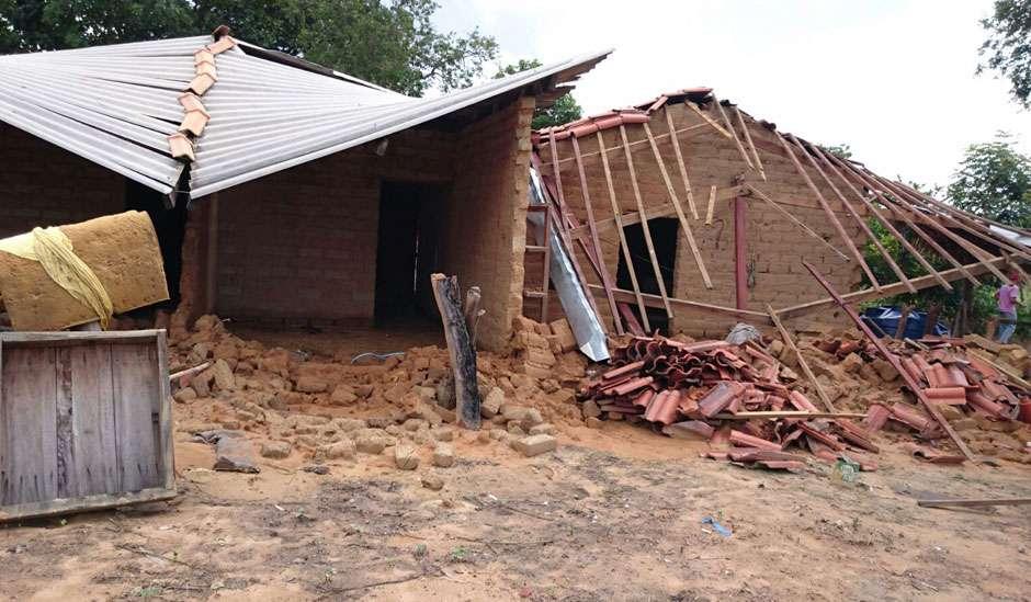 Defesa Civil atende vítimas de enchente em Cavalcante